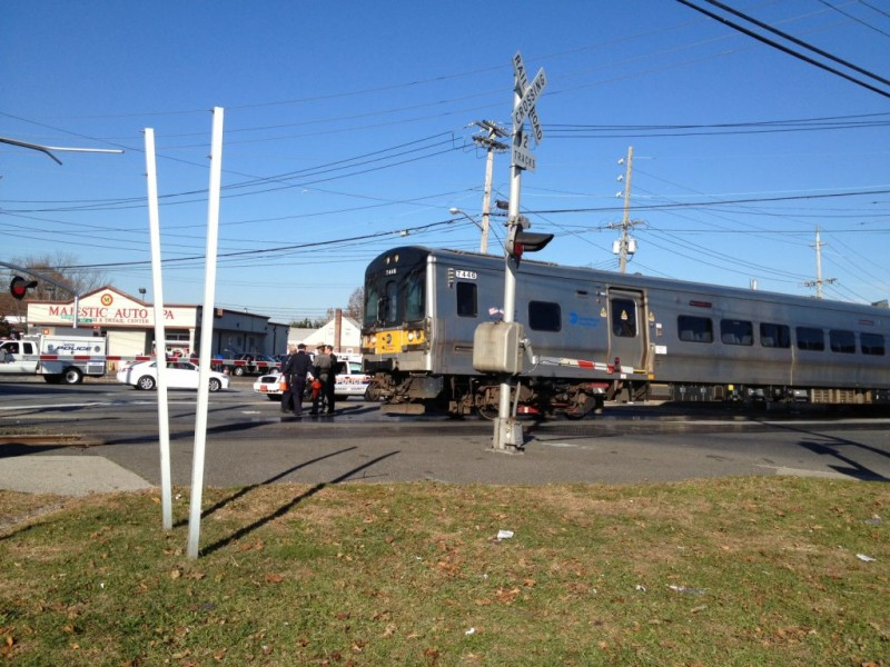 Update Suv Struck By Train At Hewlett Railroad Crossing