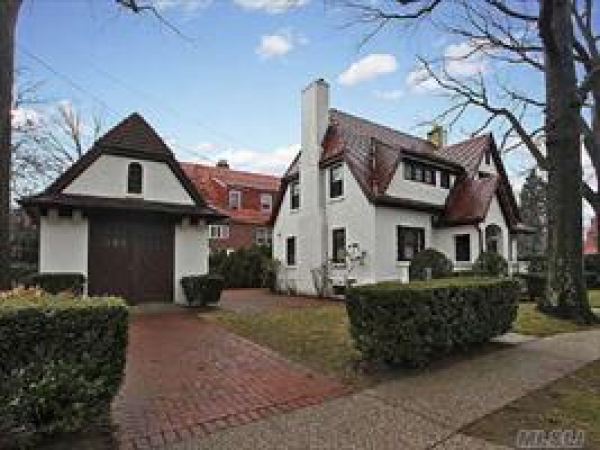 Madeleine Realty Open House 240 Greenway North Forest Hills