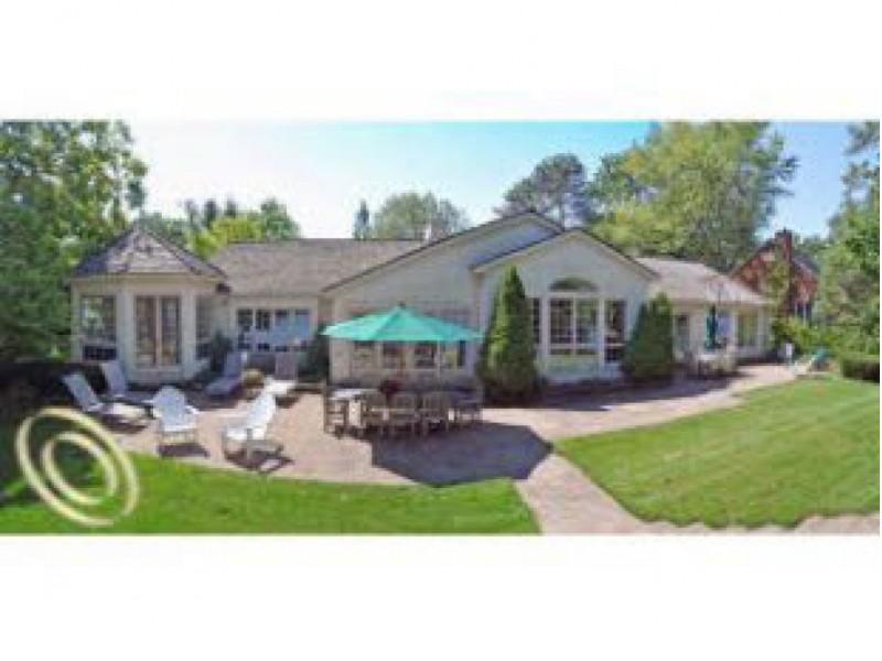 Million dollar homes for sale near white lake and highland for Million dollar cabins for sale