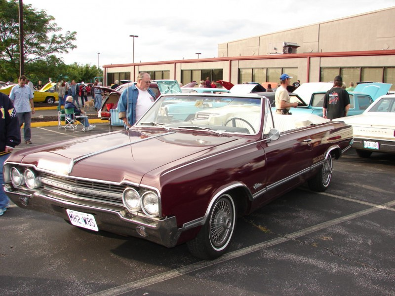 Hot Rods and Vintage Cars Shine at Monthly Memories Car Club Cruise ...