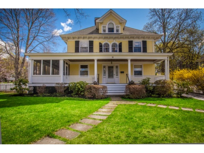 Look homes for sale in chappaqua and mount kisco for Call zillow