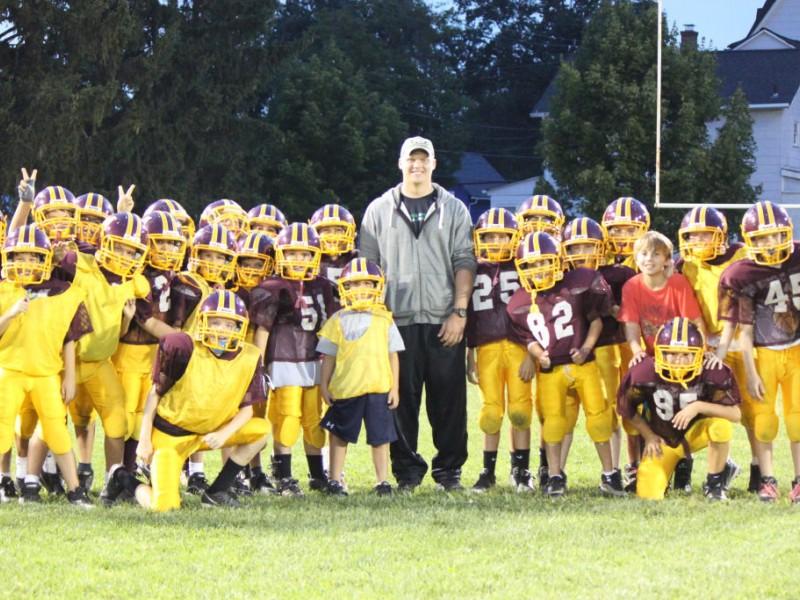 Jets Tanner Purdum Visits Junior Football Practice Madison Nj Patch