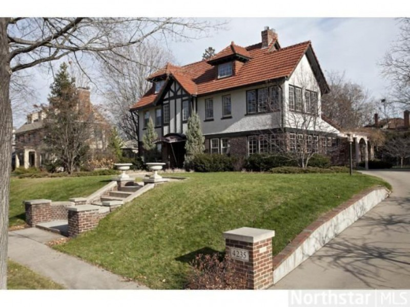 Photos inside the six most expensive houses for sale in for Most expensive homes in minnesota
