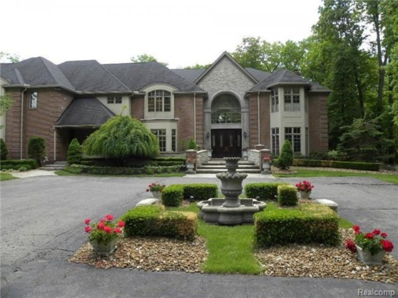 Michigan wow houses steal this foreclosure at for Average cost to build a house in michigan