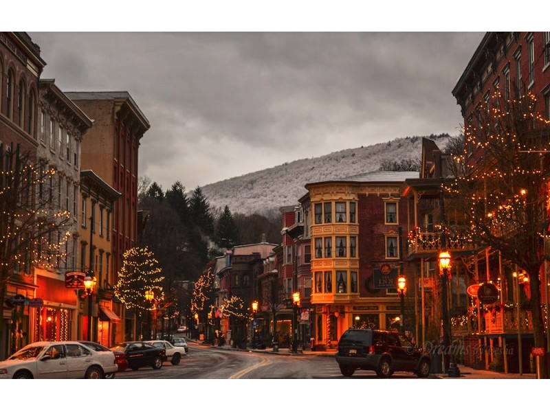 Enjoy The Glow Of Christmas Past And Olde Time Christmas In Jim Thorpe    Dec.