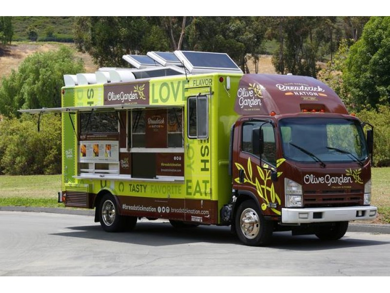 olive garden food truck delivering free breadsticks sandwiches to chicago area - Olive Garden Orland Park