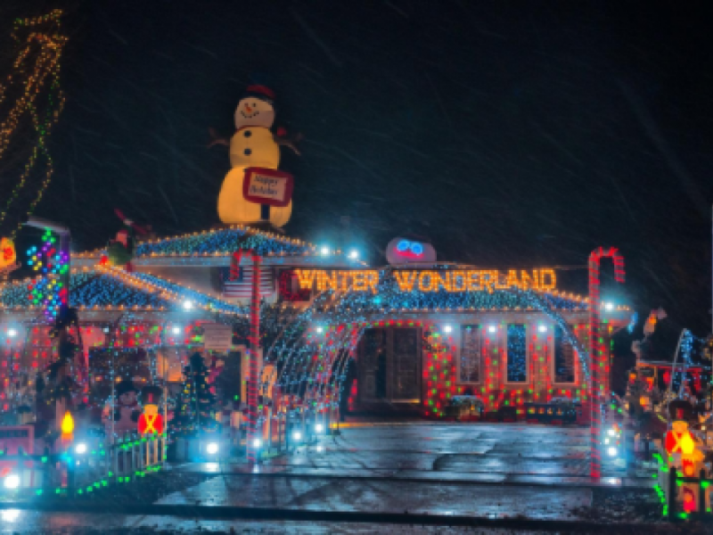 guiding lights where to find the best christmas lights in the burbs - Best Christmas Light Shows