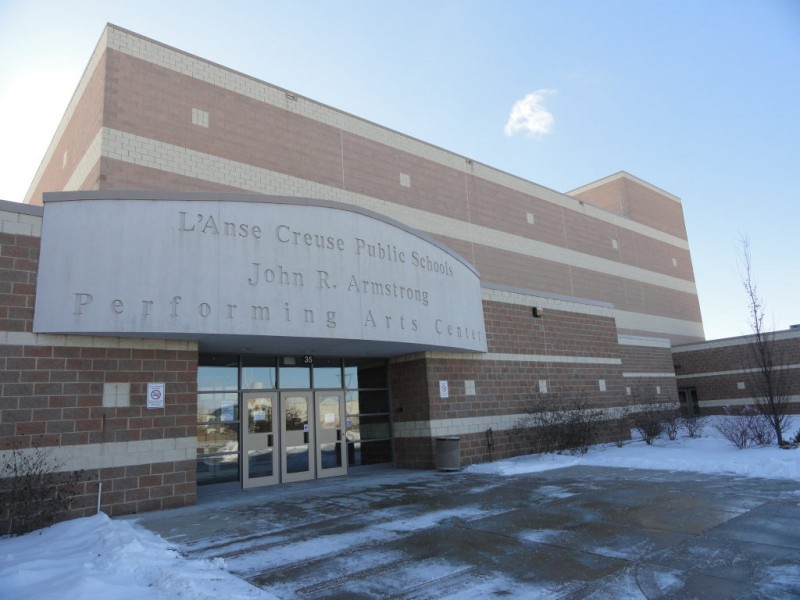 L'Anse Creuse Middle School East honors veterans