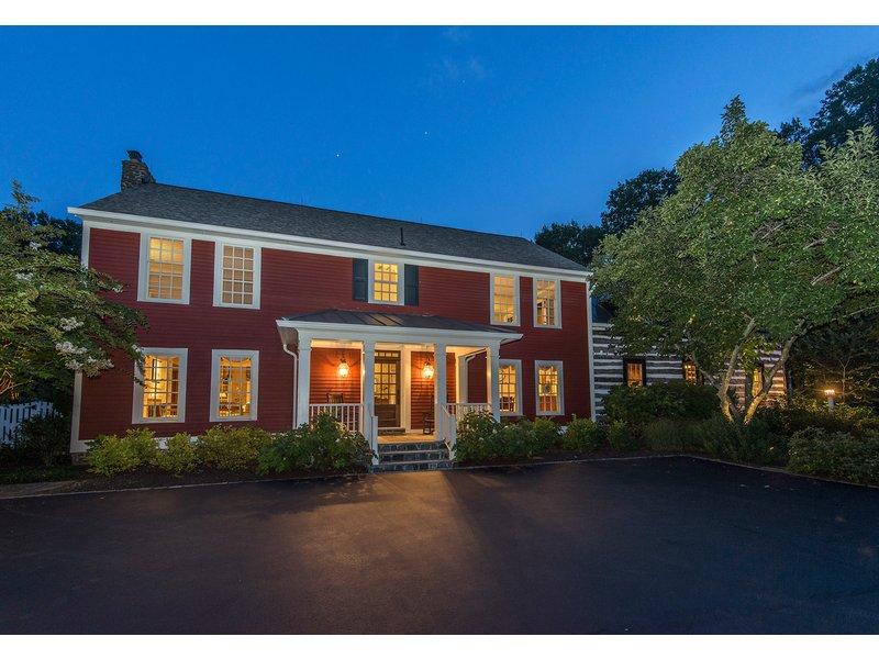 Wow Houses Historic Log Home Wraparound Porches Lush Lawns Tennis