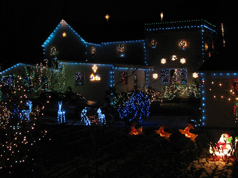 two holiday light displays in vienna make top 10 list vienna va patch - How To Make A Christmas Light Show