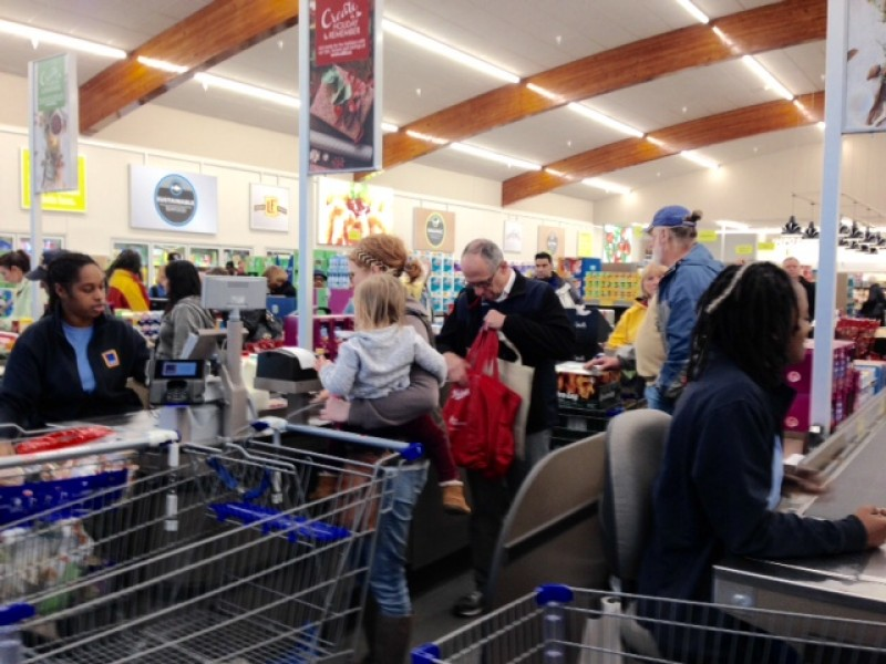 photos aldi holds grand opening for new store in. Black Bedroom Furniture Sets. Home Design Ideas