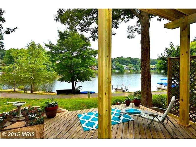 WOW\' Houses: Lakeside Living, Custom Kitchens + Equestrian Paradise ...