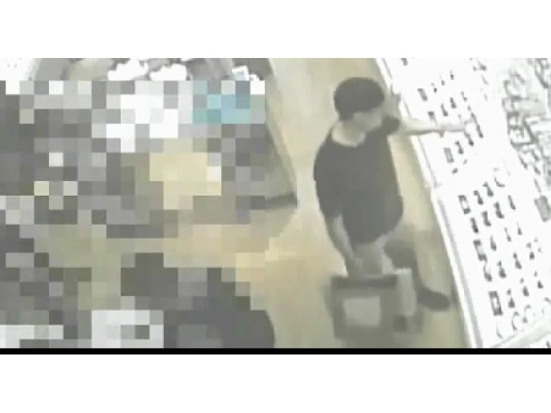 44095fe90e WATCH   Versace Yahtzee   Natick Police Seek Alleged Sunglasses Thief