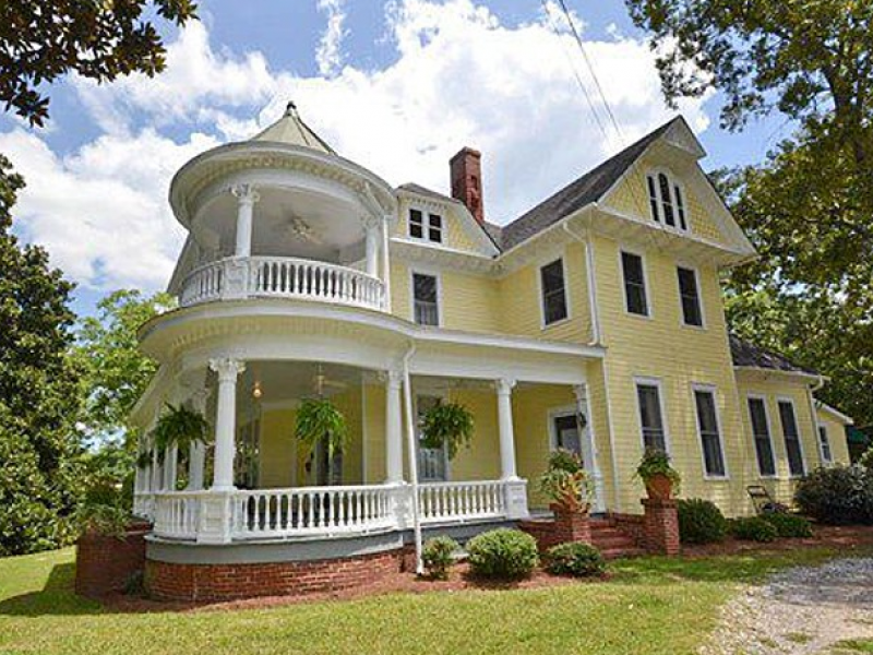 These Old Houses Beautiful Classic Homes Currently On The