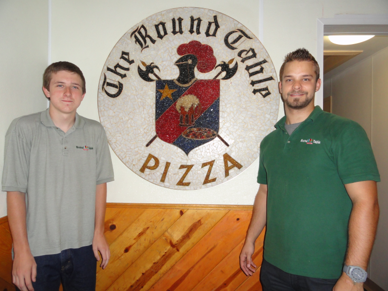 1; Los Gatos At Work: Round Table Pizza!
