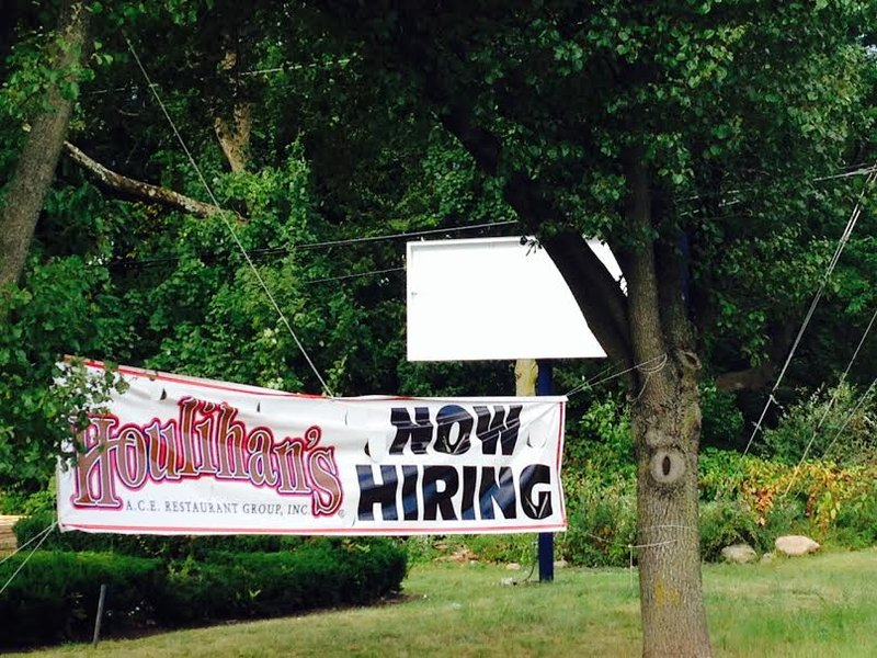 Servers, Bartenders, all FOH needed for Parsippany Houlihan's